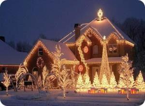 новогоднее украшение фасада здания